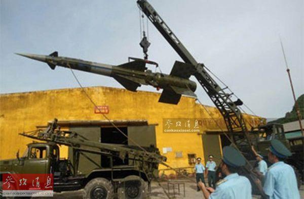资料图:越军装备的老式萨姆-3防空导弹。