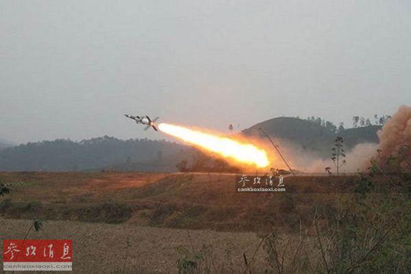 资料图:越军S-125-2TM防空导弹试射。
