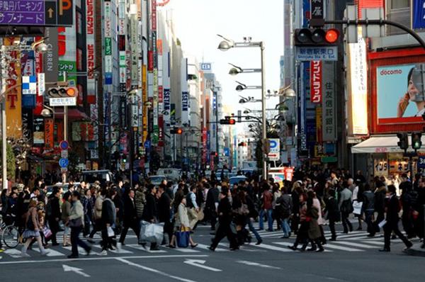 所以给你的印象可能是:繁华的街头来往人流与车辆源源不断,川流不息.