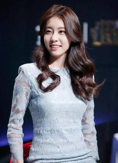 90后韩国女大学生青春可爱 被赞最美电竞主持