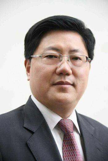 何平当选四川巴中市市长