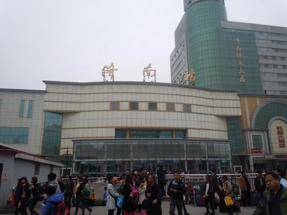 上海迪士尼(网络资料图) 齐鲁网济南6月6日讯(记者 满倩 通讯员 曹大凡)6月9日至11日端午节小长假将至,共3天。记者今天从济南火车站了解到,2016年端午铁路小长假运输期限自6月8日至11日共4天。济南火车站预计发送旅客33万人,日均8.25万人,同比增长10.4%。其中直通(省内)旅客预计发送9.