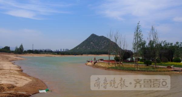 着小船玩个够 济南华山湖未来相当于五个大明湖