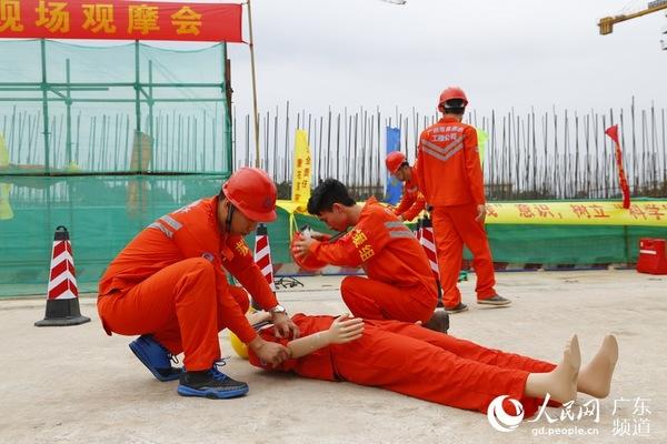 广州市水务局举行施工现场塔吊事故应急演练_凤凰资讯