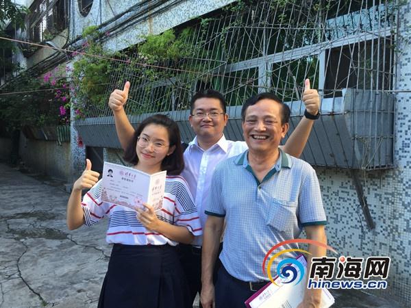 海口一中女生拿到海南今年首份录取通知书