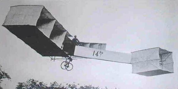 """图:双翼飞机""""14比斯"""""""