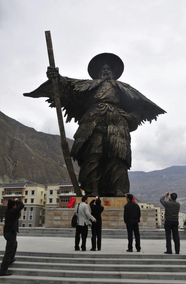 资料图片:广东佛山对口援建汶川水磨镇工程项目之一的大禹雕塑。新华社记者 周强 摄