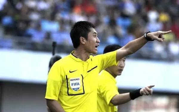 国际足联新法则,敢骂裁判?通通判点球!