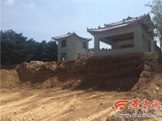 大肆开发建设乡村旅游景点,直到快完工开业才被叫停.