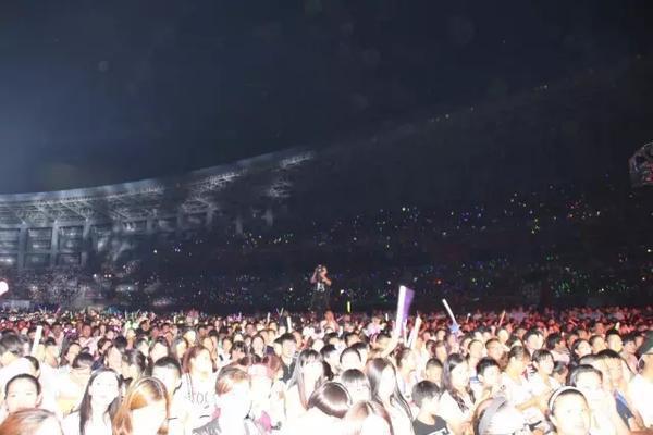 这只是一角,本次演唱会共吸引两万余名歌迷及泸州老窖忠实顾客朋友。