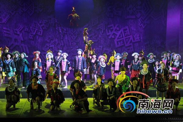 侯腾飞和周丽君是分别来自上海歌舞团和总政歌舞团的首席舞蹈演员.