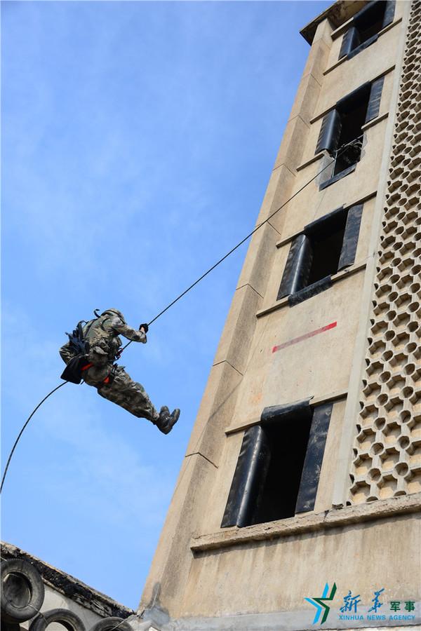 高楼滑降训练