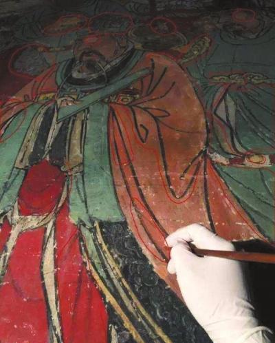 ▲网友质疑女壁画师微博展示的修复图片存在修复问题。              网络截图