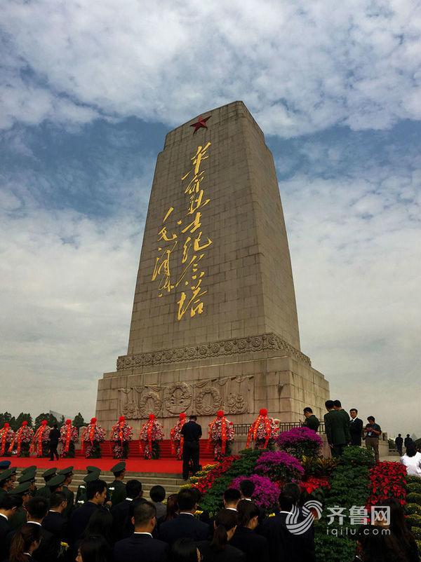 驻济部队暨济南市在英雄山革命烈士纪念塔
