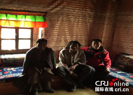 5月29日,驻村工作队走访贫困户了解困难群众生产、生活情况