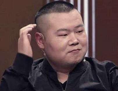 岳云鹏在很多时候,也刻意的模仿自己师父郭德纲,甚至包括发型等,也都
