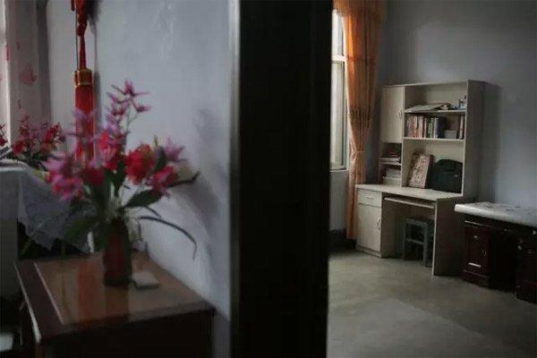 10月7日,山东临沂,徐玉玉曾经生活学习的房间。她的母亲说:徐玉玉走后,还总是看到她的身影出现在屋里,所以把她的床和物品都处理掉了。新京报记者侯少卿摄