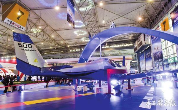 航空馆里,自贡组装的SL600轻型飞机。