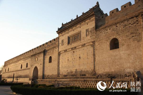 在仓墙一体的构筑中,相隔排列着窑仓58洞,一仓一门,每仓可存储粮食90图片