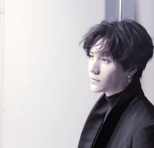 有微博发布一张陈坤抓拍素颜照
