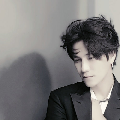 而昨日,陈坤本人在微博上晒出九张素颜照,最后一张噘嘴委屈自拍照十分
