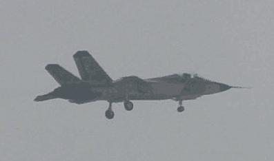 中国第二款隐身战斗机改进版成功首飞 (组图)