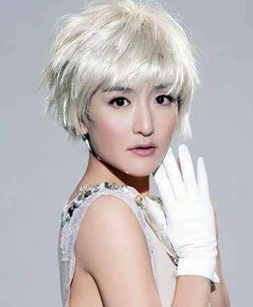 谢娜的银灰色发型,是不是让她俏皮可爱感爆棚呢?