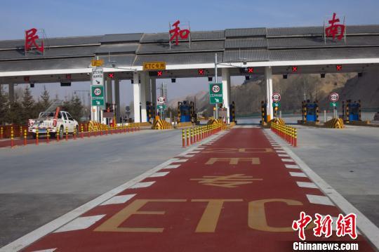 图为青海省川大高速公路民和南匝道. 张添福 摄