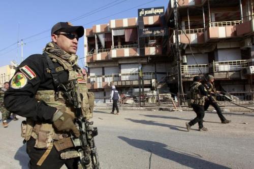 伊拉克特别行动部队在摩苏尔街道驻守。(图片来源:路透社)