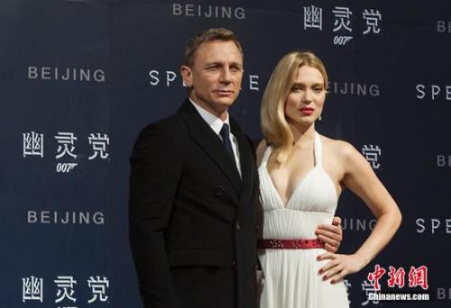"""资料图:""""007""""扮演者丹尼尔(左)。中新网记者翟璐摄"""