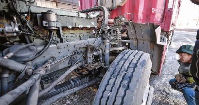 检车时大货车发动机爆炸