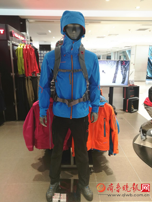 MAMMUT猛犸象北京SKP店新年新玩法 体验3D滑雪嗨翻冬季