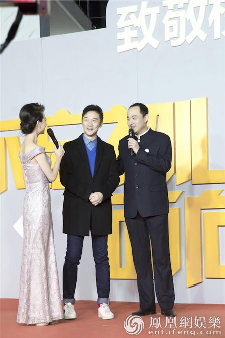 黄志忠帅气卷发亮相盛典 为年度最佳电视作品开奖