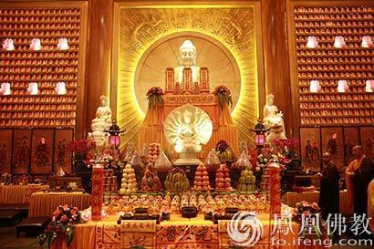 广州大佛寺大年初一供佛斋天法会 信众争相接福