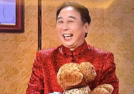 撸个串|网友打开行李箱发现妈妈偷塞进20斤米,笑哭!_凤凰资讯