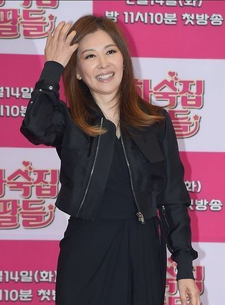她曾是李易峰的前任 33岁脸僵笑不出