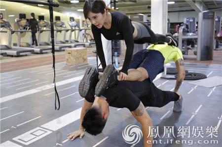 赵奕欢直播变健身教练 疯狂甩脂四步曲别开生面