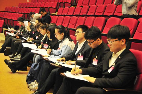 聊城两首次出现高中生大学生梁子湖高中鄂州市何溢辉图片