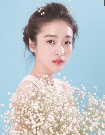 张雪迎携手杨玏《你的名字我的姓氏》 清新靓丽穿搭超