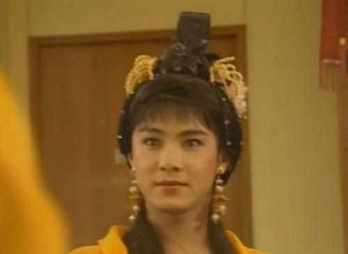 张卫健的女装乖巧可爱,少女范儿十足
