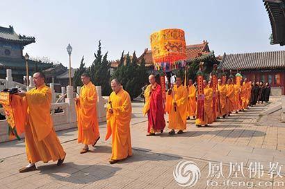 中国佛学院宏海法师应邀天津极乐寺讲经 全寺僧众聆听