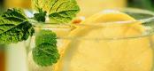 天气湿热适当喝柠檬水