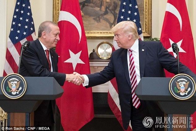 土耳其总统访美 保镖在使馆前这样对抗议者