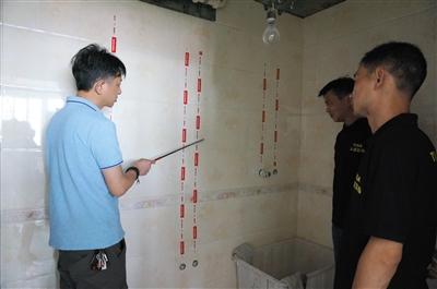 该工地水电路施工标准,保温墙贴有网布,以细节取胜.