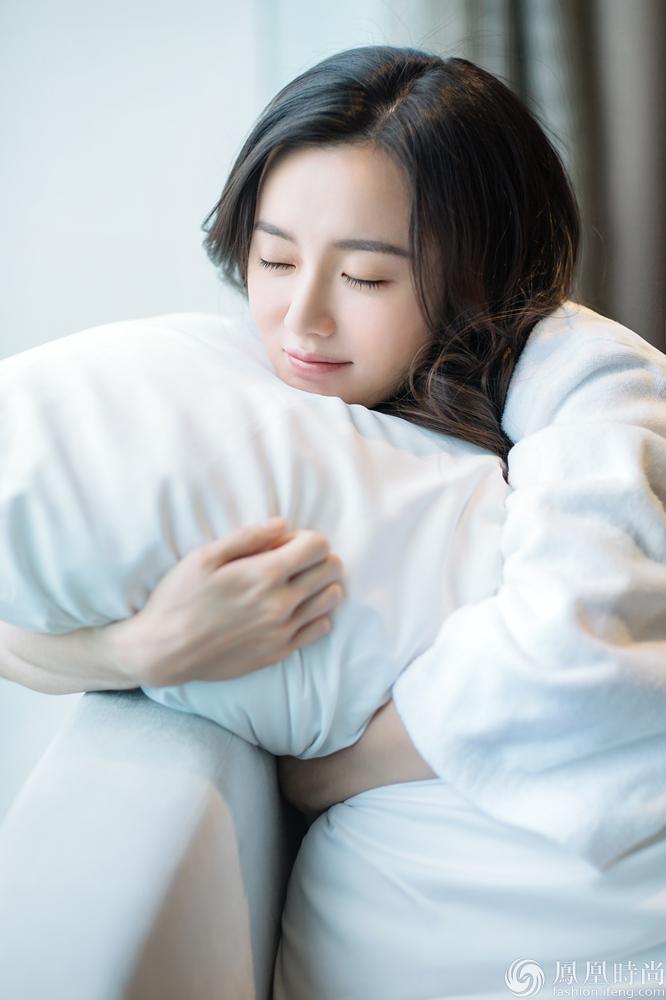 """江铠同素颜似裸妆感 睡意朦胧""""睡衣照""""首曝光"""