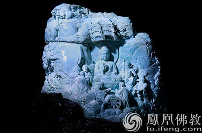罕见!这尊佛像竟由巨型天然翡翠雕刻而成