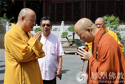 """""""追寻恩师足迹""""印顺大和尚参访上海佛教界"""