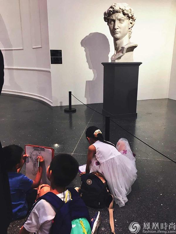 以上是摄影师任大伟,在本次展览现场拍摄的一组照片.