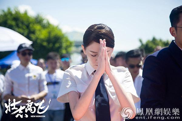 《壮志高飞》首曝概念海报 陈乔恩郑恺上演制服诱惑