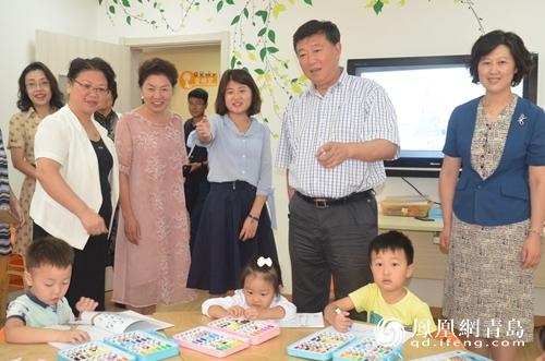 青岛市政协副主席李众民带队视察家庭教育工程